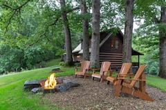 Classic+log+cabin+home+in+private+community+-+large+porch+%26+fireplace%21