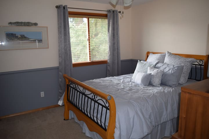 Quiet Puyallup home with private bath and gym. - Puyallup - Ház