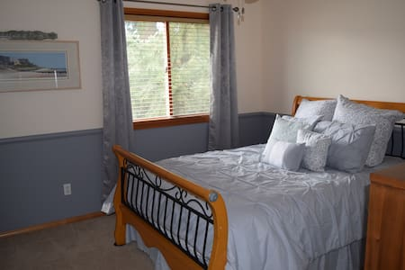 Quiet Puyallup home with private bath and gym. - Puyallup - Σπίτι
