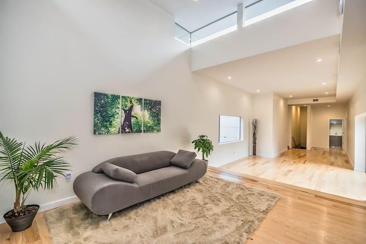 Bending Tree - Tarentum - Rumah