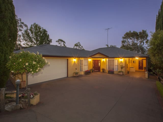 Private room and ensuite bathroom - Faulconbridge - Hus