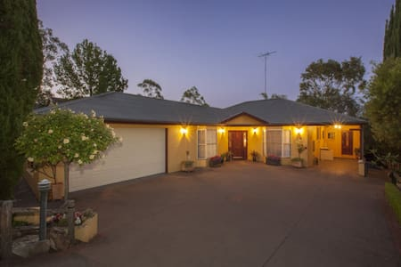 Private room and ensuite bathroom - Faulconbridge - Casa