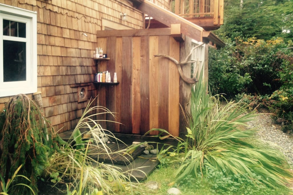 Wonderfully warm outdoor shower tucked in the rainforest!