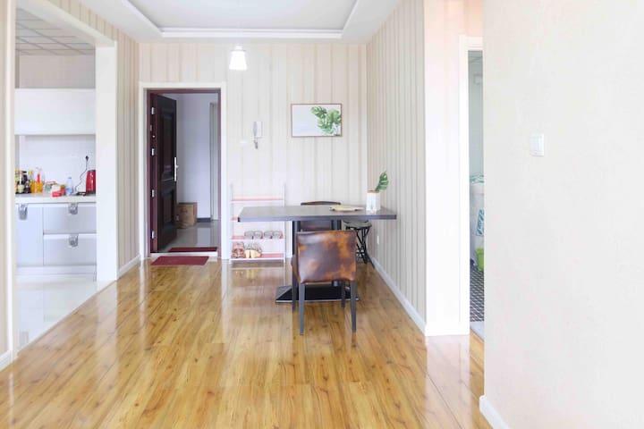 [林间屋舍]距白洋淀3公里/中心区高品质小区房/北欧风两室一厅