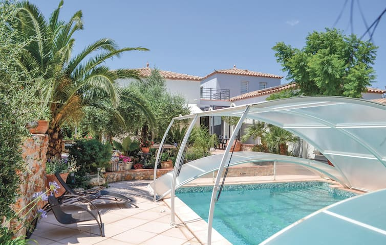 Holiday cottage with 2 bedrooms on 108 m² in Pezilla La Riviere