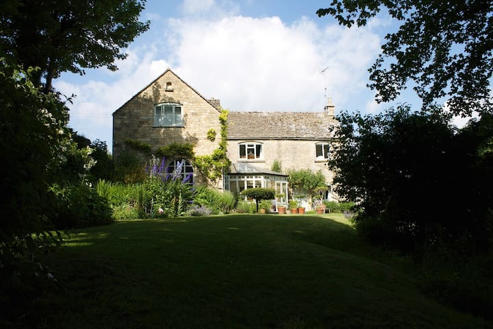 Elegant & Charming Cotswold Home. - Painswick - Hus
