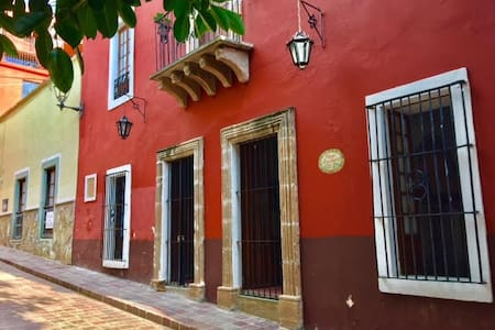 THE RED HOUSE... 2 min downtown - Guanajuato - House