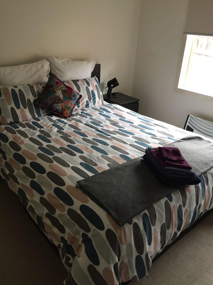 Bedroom with shared bathroom - Monash Clayton