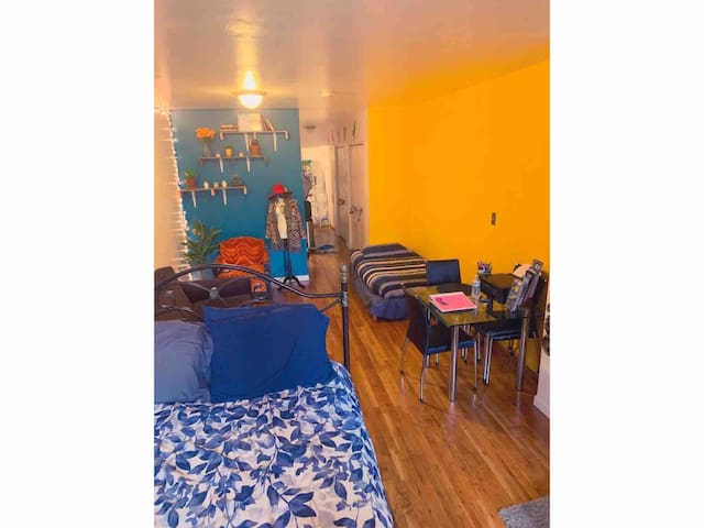 Cozy Harlem SHARED studio, Walk up, FEMALE ONLY
