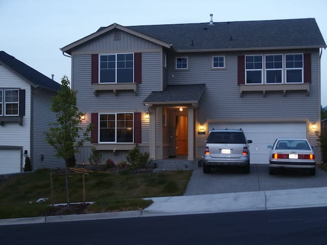 Nice Snoqualmie Ridge Home: Master - Snoqualmie - House
