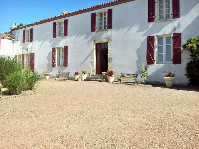 Cozy house w/ furnished terrace - La Boissière-des-Landes - House