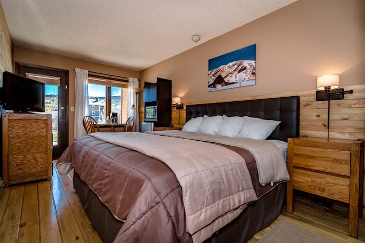 Ski Granby Resort King Suite near Winter Park! 54