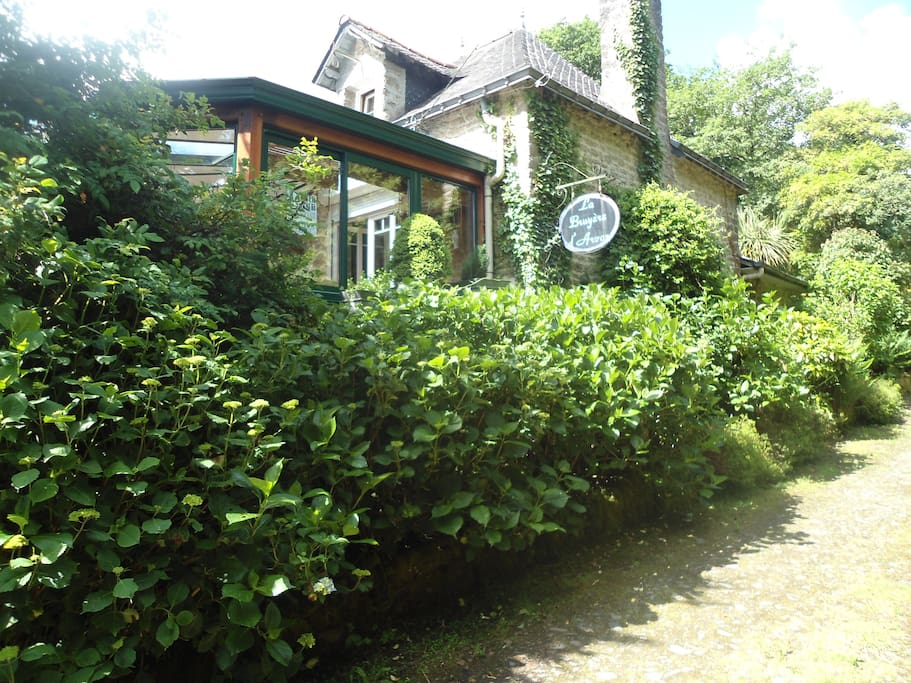 Maison atypique propice au farniente houses for rent in for Maison atypique bretagne