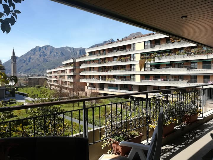 SUPER DEAL: Lecco, very central 4 beds with view.
