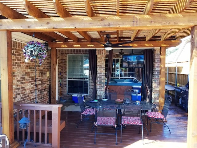 Party House with Great Amenities 15 mins from Lake - Garland - Ev