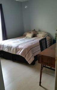 Cozy home- Room with Queen size bed - วินเทอร์ สปริงส์