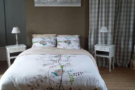 Chambre parentale + lit pour 3 ou 4 - Acheux-en-Amiénois - Maison