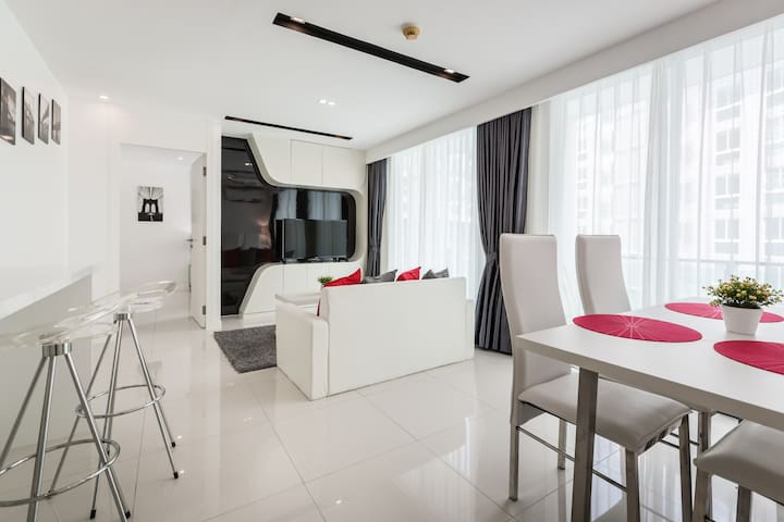 Amazing two-bedroom apartment in downtown Pattaya!