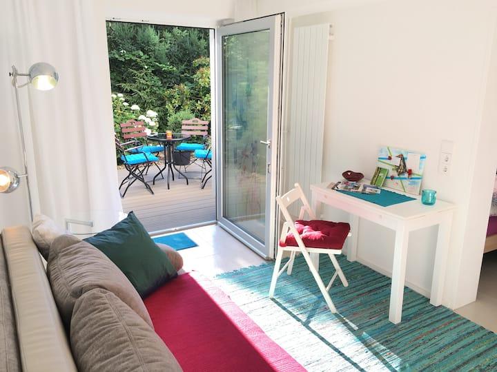 Retreat near Bergpark: 2 modern rooms with bath
