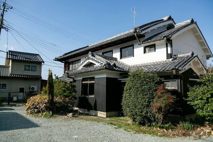 石舞台まで徒歩5分!!!歩いて観光が楽しめます!!! 昭和のかおり 大個室