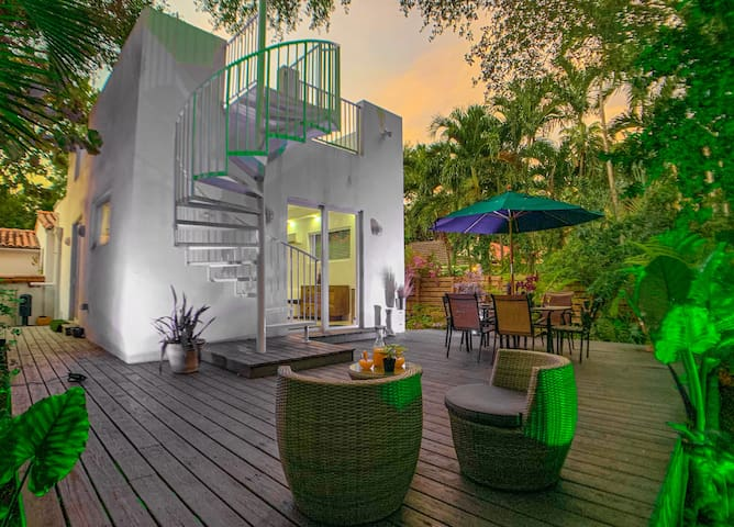 Villa Tropical in  💜 of Miami w/ Private Rooftop 🏙