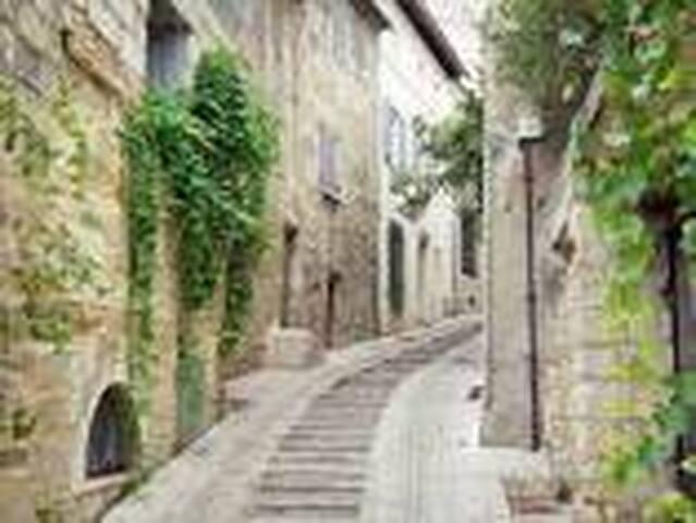 Rue médiéval d'Uzes.