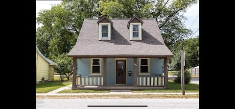 Cozy Mascoutah Home