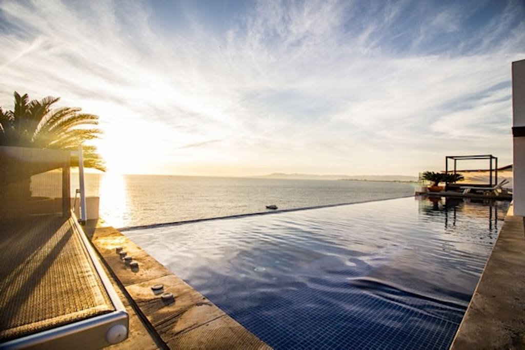 Infinity Pool and Spa for Guests