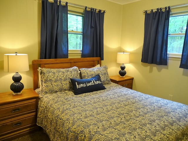 Loved this place. Beds were super comfortable. Everything was just like the pictures. Leslie was available and very helpful. Stay here if you can!  Brenda -May 2016