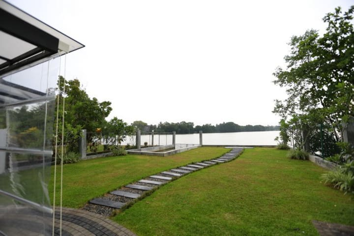 Duwa Luxury Lake View Villa in Kaduruduwa Panadura