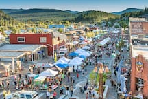 Explore the historic downtown Truckee and catch Truckee Thursdays for free music, local vendors, great restaurants and bars!