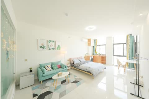 纯静悦享,臻享品质家居落地窗大床房,高级品牌0压床垫,全屋品牌家电实木家具
