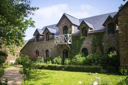 Guest house - Château de la Basmaignée - Montenay