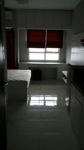 Depok's spacious studio to rest! - Depok - Apartmen