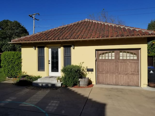Remodeled Mountain View Cottage, Spacious+Private