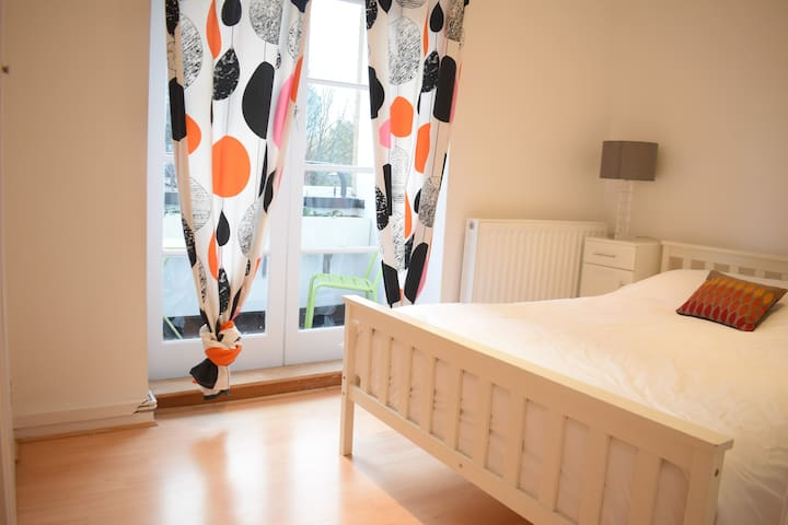 Cozy Double Room close to Paddington Station