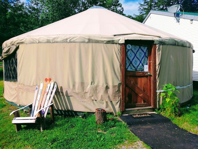 Rustic Glamping - Mountainside Yurt with a view