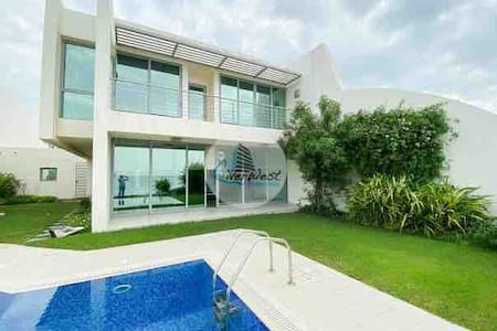 Luxury & Private beach house in Durrat El-Bahrain