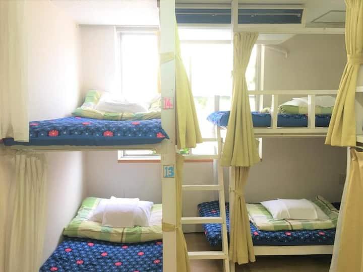 【JR 鹿児島中央駅西側出口より徒歩1分】ドミトリールーム 男性用 二段ベッド1名分