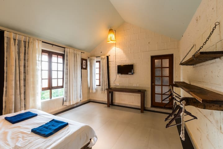 2 bedroom Villa with Private Pool in Anjuna