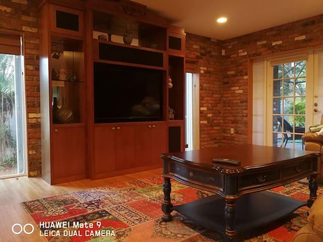 Elegant Private room, close to Aventura (1-D)