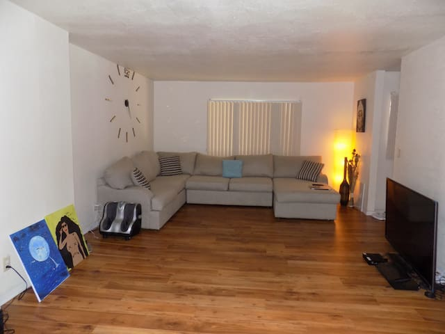 Private bed in spacious apartment!! - Los Angeles - Lägenhet