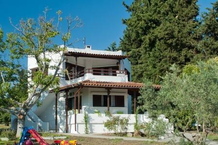 Private Villa 60m² 1st floor 200m to the Beach