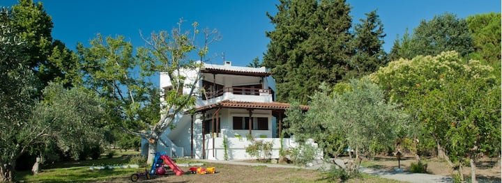 Private Villa 60m² 1st floor 200m to the Beach
