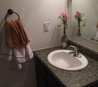 Sidney Sanctuary w/private Bath - Sidney
