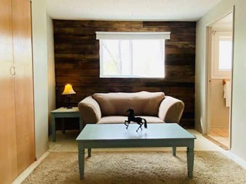 Privt suite, Pet👍 country views, relaxing getaway!