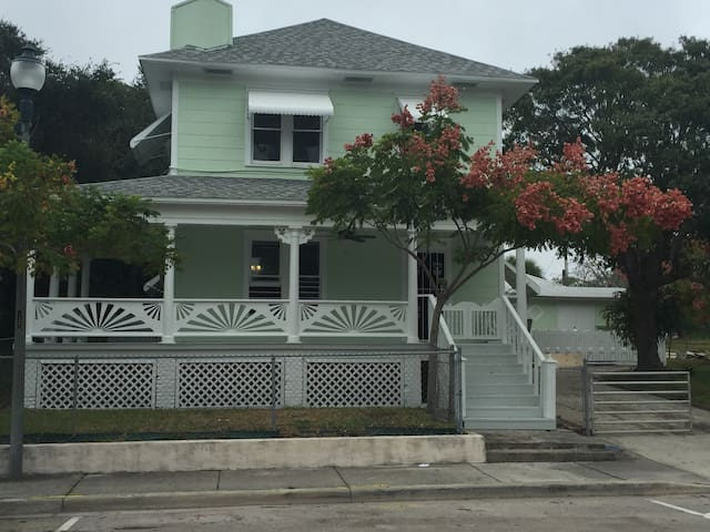 The Elizabeth House - Fort Pierce - House