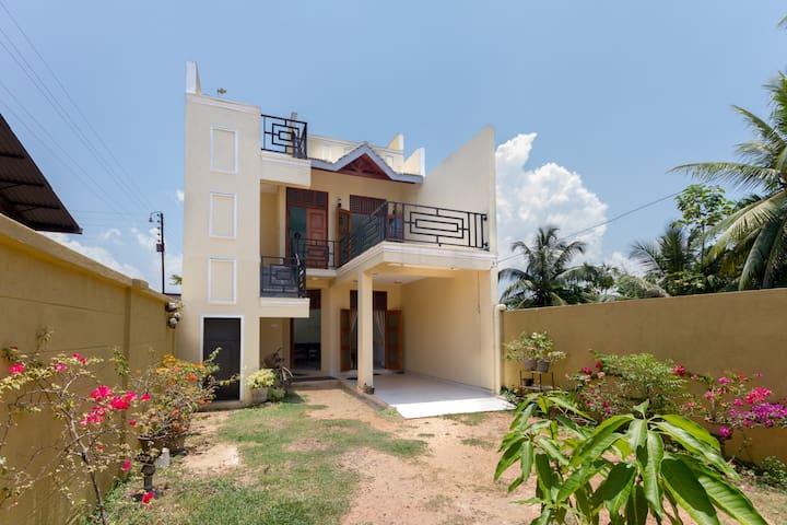Brand new house awaits to welcome - Negombo - Casa