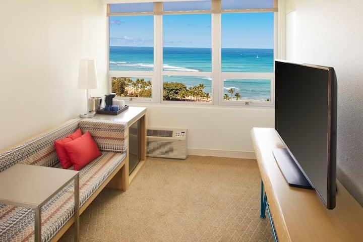 Queen Kapiolani Hotel, Studio Ocean View