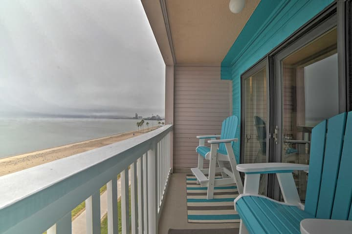 NEW! Updated Front Beach Condo w/ Resort Amenities